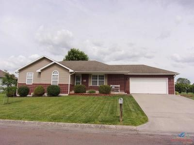 Pettis County Single Family Home For Sale: 707 Prestwick Farms Rd