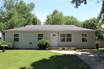 Pettis County Single Family Home For Sale: 2405 N Woodlawn