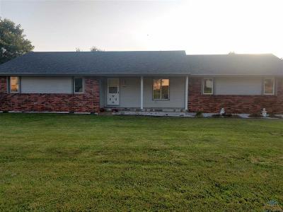 Clinton Single Family Home Sale Pending/Backups: 1701 S Center