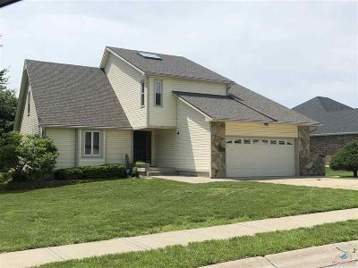 Johnson County Single Family Home For Sale: 514 Chaucer Ln