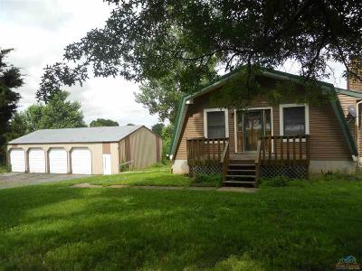 Clinton Single Family Home For Sale: 440 SE Hwy W