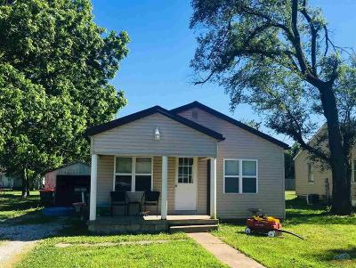 Benton County Single Family Home For Sale: 420 E Locust