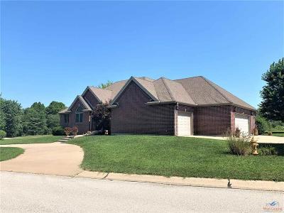Clinton Single Family Home For Sale: 2306 Pine Crest Lane