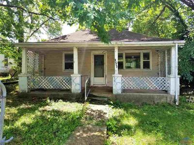 Single Family Home For Sale: 1504 Main St