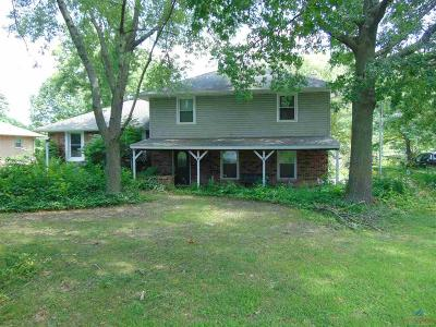 Clinton Single Family Home For Sale: 204 Gunsmoke