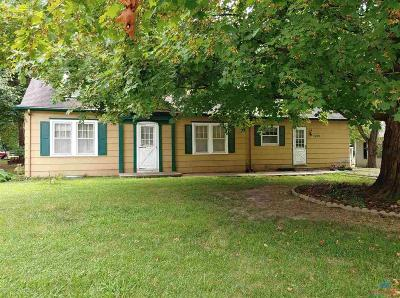 Clinton Single Family Home Sale Pending/Backups: 1008 E Franklin