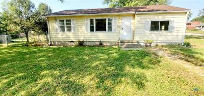 Knob Noster Single Family Home For Sale: 701 S Washington