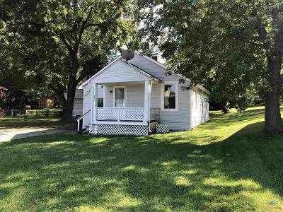 Warrensburg Single Family Home For Sale: 420 E Gay St