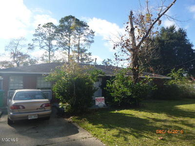 Long Beach Single Family Home For Sale: 311 Gates Ave