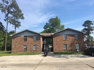 Long Beach Multi Family Home For Sale: 142 Via Don Ray Rd
