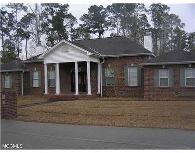 Diamondhead Single Family Home For Sale: 73646 N Diamondhead Dr