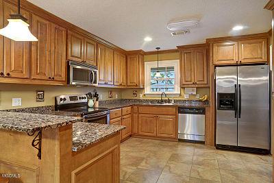 Gulfport Single Family Home For Sale: 4 Poplar Cir