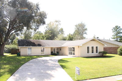 Long Beach Single Family Home For Sale: 1305 Wisteria Ln