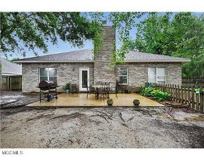 Long Beach Single Family Home For Sale: 30 Ryan St