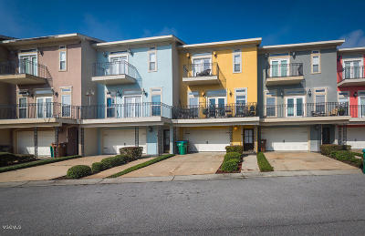 Long Beach Condo/Townhouse For Sale: 4 Oak Alley Ln