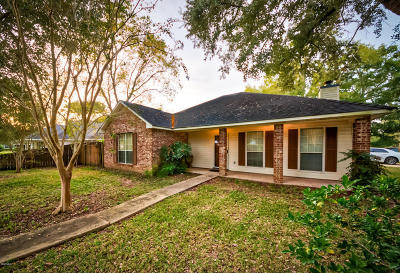 Long Beach Single Family Home For Sale: 1211 E Old Pass Rd