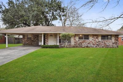 Long Beach Single Family Home For Sale: 102 Warwick St