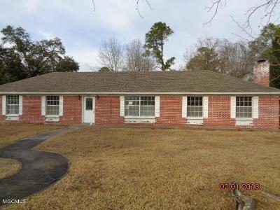 Long Beach Single Family Home For Sale: 218 Palmyra Dr