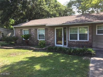 Ocean Springs Single Family Home For Sale: 704 Halstead Rd