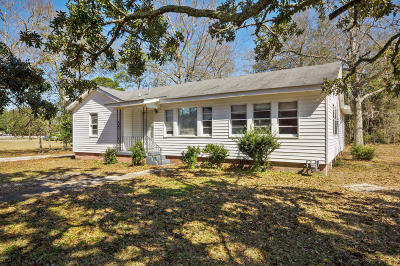 Long Beach Single Family Home For Sale: 107 S Nicholson Ave