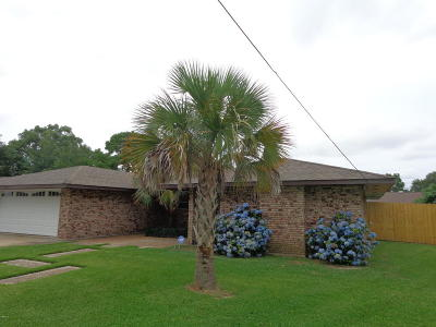 Long Beach Single Family Home For Sale: 38 Pecan Dr
