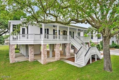 Bay St. Louis Single Family Home For Sale: 102 Beverly Dr