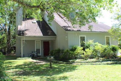 Long Beach Single Family Home For Sale: 116 N Ida Ln