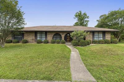 Long Beach Single Family Home For Sale: 711 Briarwood Dr