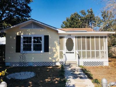 Long Beach Single Family Home For Sale: 108 Cone St