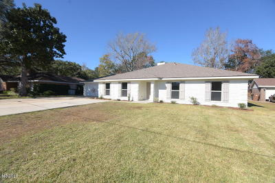 Biloxi Single Family Home For Sale: 2440 S Shore Dr