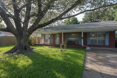 Long Beach Single Family Home For Sale: 213 E 2nd St