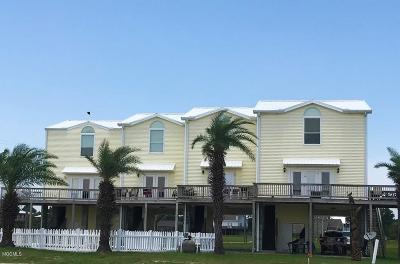 Long Beach Condo/Townhouse For Sale: 802 W Beach Blvd