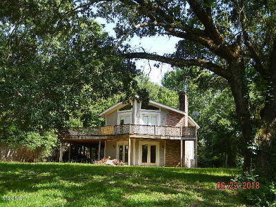 Ocean Springs Single Family Home For Sale: 9515 Red Bluff Dr