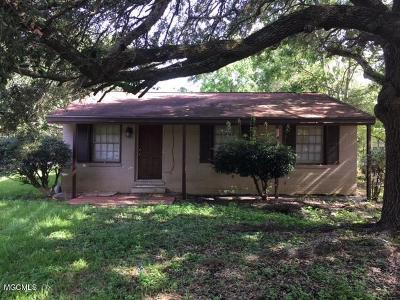 Long Beach Single Family Home For Sale: 628 W Old Pass Rd