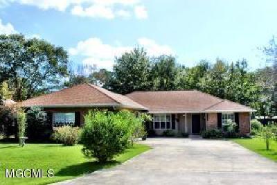 Diamondhead Single Family Home For Sale: 638 Analii St