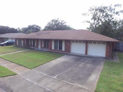Long Beach Single Family Home For Sale: 712 Dogwood Dr
