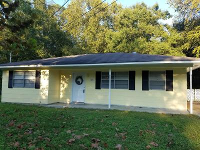 Long Beach Single Family Home For Sale: 107 N Ida Ln