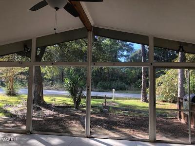 Ocean Springs Single Family Home For Sale: 2024 Beachview Dr