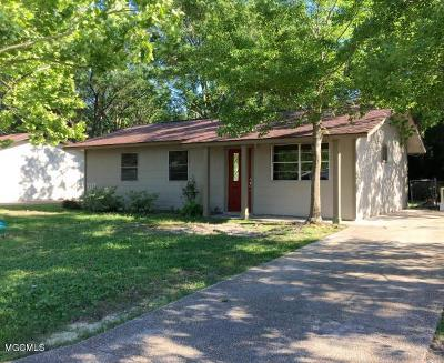 Ocean Springs Single Family Home For Sale: 136 Hickory Dr