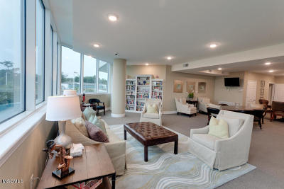 Biloxi Condo/Townhouse For Sale: 2668 Beach Blvd #1703
