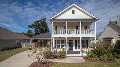 Long Beach Single Family Home For Sale: 21 Le Petit Cv