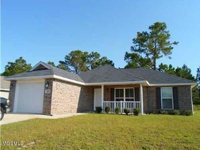 Long Beach Single Family Home For Sale: 113 Hawthorne Dr