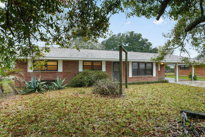 Long Beach Single Family Home For Sale: 103 Suffolk Dr