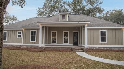 Long Beach Single Family Home For Sale: 111 W Azalea Dr