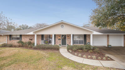 Long Beach Single Family Home For Sale: 722 Briarwood Dr