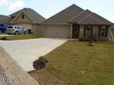 Diamondhead Single Family Home For Sale: 265 Country Club Cir #28r