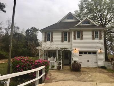 Diamondhead Single Family Home For Sale: 13 Pelican Cv