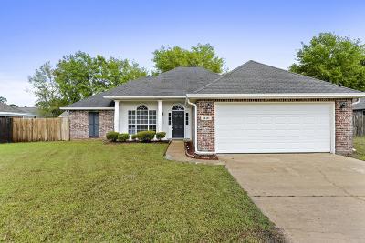 Long Beach Single Family Home For Sale: 310 Pinecrest Blvd