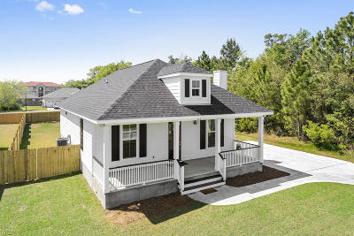 Long Beach Single Family Home For Sale: 215 White Harbor Rd