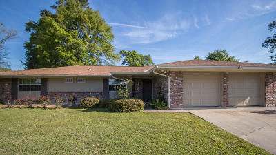 Long Beach Single Family Home For Sale: 4 Briarwood Cir
